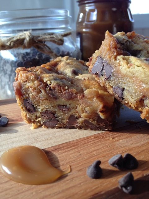 Those Cookie Bars --Chocolate chip cookie dough with a layer of caramel and a touch of peanut butter make these bars more than a little special. and beyond delicious | thatwhichnourishes.com