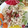 Bacon Ranch Pasta Salad -- Smoky bacon, chicken, chunks of cheese, and a creamy ranch dressing make this pasta salad a quick lunch, easy dinner, or perfect side dish. | thatwhichnourishes.com