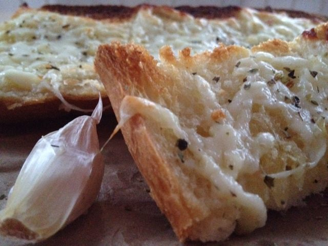 Cheesy, Easy Garlic Bread -- In just a few minutes with just a few simple pantry ingredients, you can make your own garlicky goodness boozing with cheese and spice. | thatwhichnourishes.com