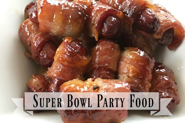 Super Bowl Party Ideas -- Need some Super Bowl Party Ideas? I'm your girl. Here's a list of easy to make foods that'll knock their cleats off. From main dish to dessert, you're sure to find food to keep the crowd happy! | thatwhichnourishes.com